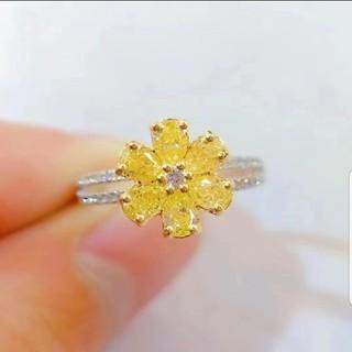 ♡お花のモチーフ Fancy Light Yellowダイヤモンドリング(リング(指輪))