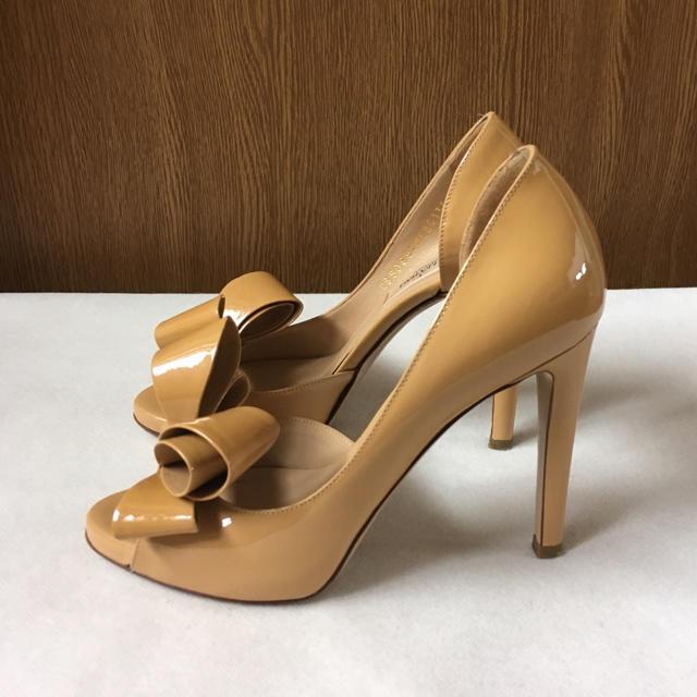 valentino garavani(ヴァレンティノガラヴァーニ)のヴァレンティノ リボンパンプス  レディースの靴/シューズ(ハイヒール/パンプス)の商品写真