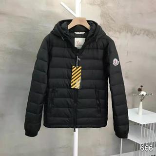 MONCLER - 大人気商品Monclerダウンジャケット/黒い