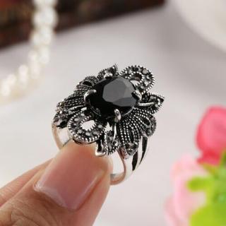 特価高品質!ゴシックなブラッククリスタルの装飾リング 15、16号相当(リング(指輪))