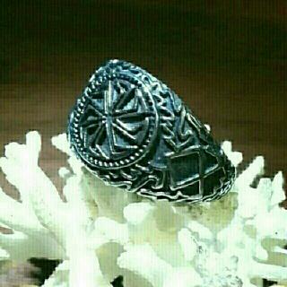 古代北欧バイキングシンボルのガンメタル色のリング