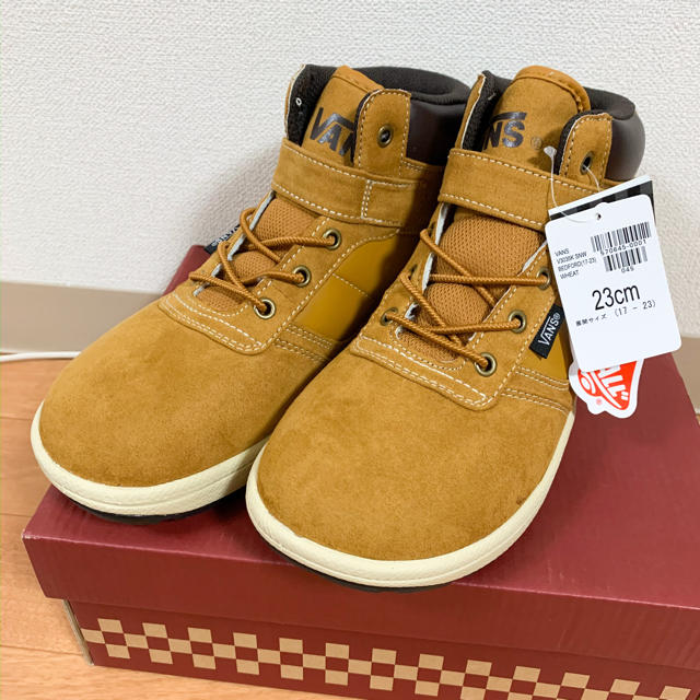 VANS(ヴァンズ)の新品タグ付きVANS キッズ冬靴23センチ  キッズ/ベビー/マタニティのキッズ靴/シューズ (15cm~)(その他)の商品写真