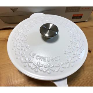 ルクルーゼ(LE CREUSET)のル・クルーゼ 21cm ソーシエ フラワーレリーフ(鍋/フライパン)