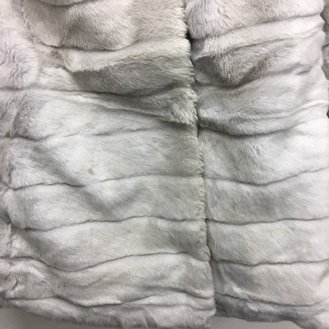 LIZ LISA(リズリサ)の大幅値下げ! ファーコート グレー LIZ LISA 新品  定価¥15180 レディースのジャケット/アウター(毛皮/ファーコート)の商品写真