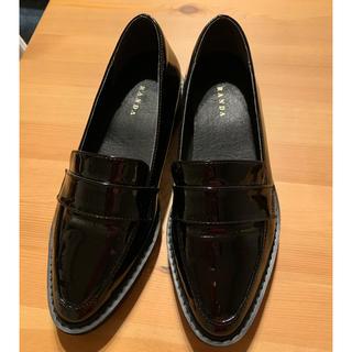 ランダ(RANDA)のもちまるさん専用。ほぼ新品!超美品!RANDAエナメルローファー(ローファー/革靴)