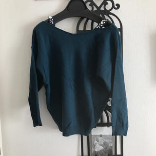 アンドクチュール(And Couture)のアンドクチュール ビジュー付きオフショルニット(ニット/セーター)