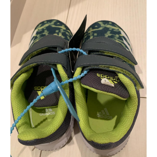 adidas(アディダス)の新品アディダス ベビーシューズ 13.5cm キッズ/ベビー/マタニティのベビー靴/シューズ(~14cm)(スニーカー)の商品写真