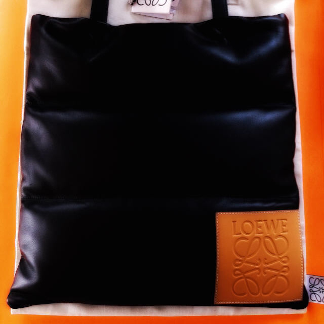 LOEWE(ロエベ)のLOEWE Vertical Tote Puffy Bag ロエベ トート メンズのバッグ(トートバッグ)の商品写真