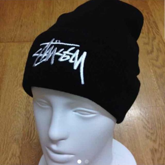 STUSSY(ステューシー)のステューシー ニット帽 黒 メンズの帽子(ニット帽/ビーニー)の商品写真