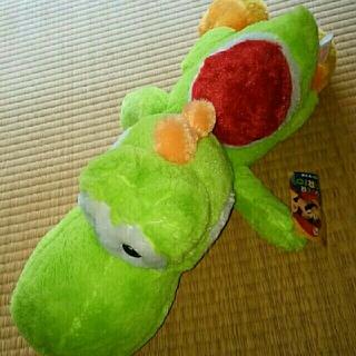 ニンテンドウ(任天堂)のヨッシーぬいぐるみ♪【スーパーマリオ特大サイズ クタッとぬいぐるみ】(ぬいぐるみ)