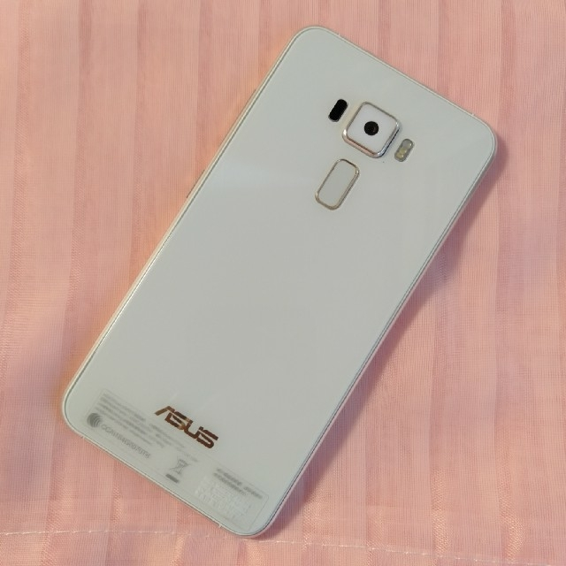 ASUS(エイスース)のZenFone3 ZE520KL(ホワイト) スマホ/家電/カメラのスマートフォン/携帯電話(スマートフォン本体)の商品写真
