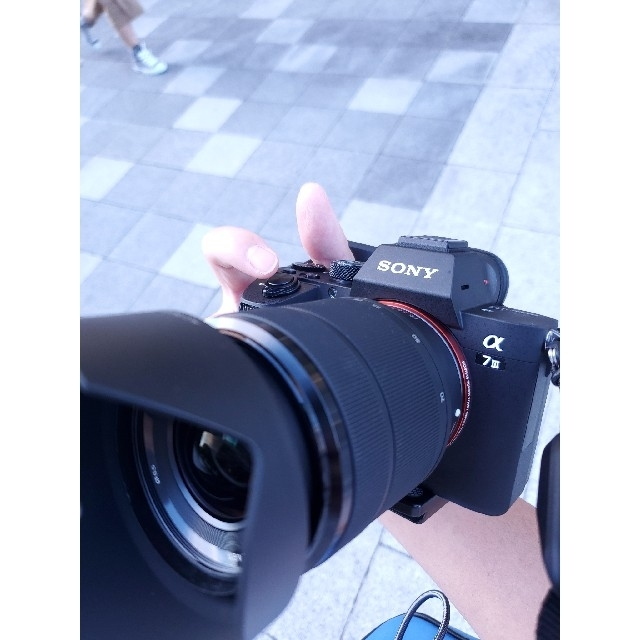 SONY(ソニー)の【新品/極美品】α7iii ズームレンズキット スマホ/家電/カメラのカメラ(ミラーレス一眼)の商品写真