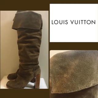 ルイヴィトン(LOUIS VUITTON)のルイヴィトン モノグラム柄 カーキブラウンスエード ロングブーツ(ブーツ)