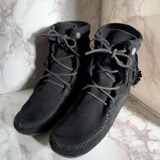 ミネトンカ(Minnetonka)の美品☆MINNETONKA フリンジ レースアップショートブーツ  ブラック 7(ブーツ)