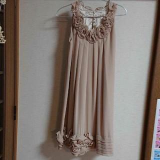 デビュードフィオレ(Debut de Fiore)のベージュピンクのドレス(ミディアムドレス)