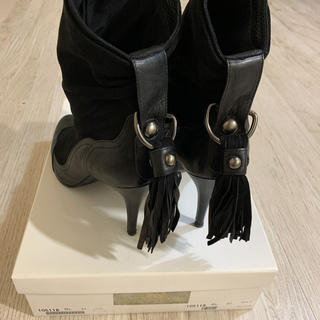 セヴントゥエルヴサーティ(VII XII XXX)のセブントゥエルブサーティー ショートフリンジ ブーツ黒 (37)24〜24.5(ブーツ)