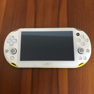 PlayStation Vita - PSVITA 本体 PCH-2000 ライムグリーン/ホワイト