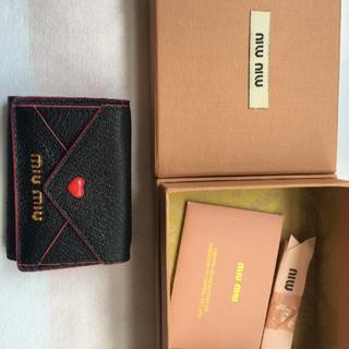 ミュウミュウ(miumiu)のmiu miu 三つ折り財布 🖤ラヴレター🖤(財布)