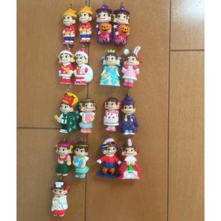不二家 - ペコちゃん人形 17体