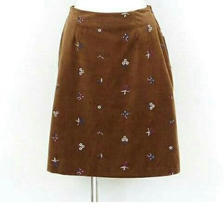 ナチュラルビューティーベーシック(NATURAL BEAUTY BASIC)の未使用品 NATURAL BEAUTY BASIC ベロアフラワー刺繍スカート (ひざ丈スカート)