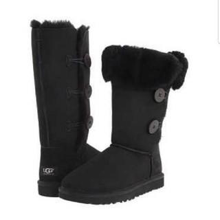 アグ(UGG)のUGG 10(27) ベイリーボタントリプレット ブラック ブーツ(ブーツ)