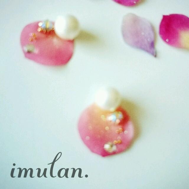 宇宙の涙。薔薇の花びらピアス【ピンク】 レディースのアクセサリー(ピアス)の商品写真