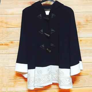 グレースコンチネンタル(GRACE CONTINENTAL)の【美品】Grace Class ショート 刺繍 袖あり ポンチョ フード付き(ポンチョ)
