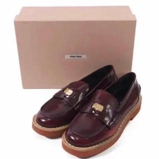 ミュウミュウ(miumiu)の美品 miumiu 厚底コインローファー(ローファー/革靴)