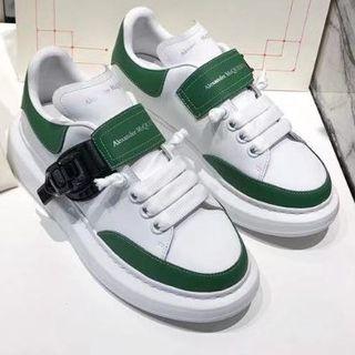 アレキサンダーマックイーン(Alexander McQueen)の個性的なデザインスニーカー緑と白(スニーカー)