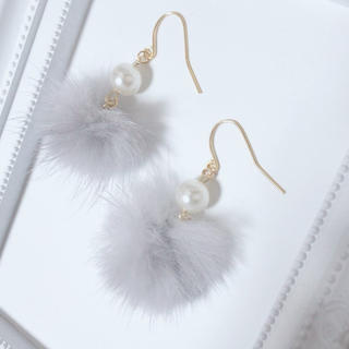 【sold out】グレーミンクファー×パールビーズ★イヤリング ピアス(イヤリング)