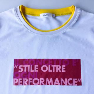 エレッセ(ellesse)の【美品】ellesse 速乾生地 赤いプリントのTシャツ L(ウェア)