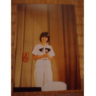 カドカワショテン(角川書店)のセーラー服と機関銃の時の薬師丸ひろこの生写真(アイドルグッズ)