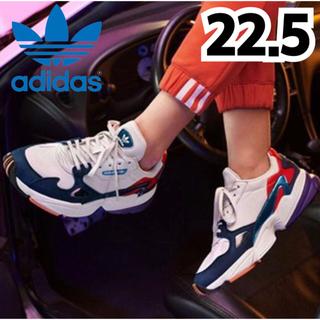 アディダス(adidas)の★新品★アディダス  ファルコン  スニーカー  ホワイト ネイビー  22.5(スニーカー)