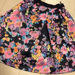 ランバンオンブルー(LANVIN en Bleu)のLANVIN en Bleu  黒 フラワー スカート  (ひざ丈スカート)