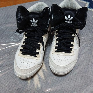 アディダス(adidas)のレア!アディダス リボン スニーカー ハイカット 伸びる靴ヒモ付き(スニーカー)