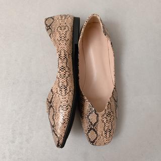 トゥデイフル(TODAYFUL)のPython flat shoes / beige M(バレエシューズ)