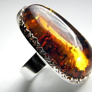 バルト産天然琥珀 Martaさん作古代の花+スパングル入りアンバーリング(リング(指輪))