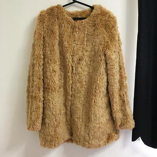セシルマクビー(CECIL McBEE)のキャメルノーカラーファーコート(毛皮/ファーコート)