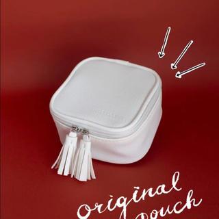コスメキッチン(Cosme Kitchen)のrms beauty 5周年限定のコフレのポーチ 新品(ポーチ)