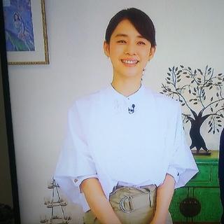 TOMORROWLAND - 石田ゆり子さん着用   おしゃれイズム  トゥモローランド ブラウス