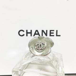 シャネル(CHANEL)の正規品 シャネル 指輪 花 フラワー ラインストーン ココマーク 銀 緑 リング(リング(指輪))