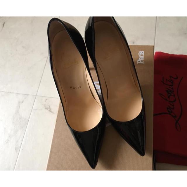 Christian Louboutin(クリスチャンルブタン)のクリスチャンルブタン 定番ヒールパンプス  黒 エナメル  レディースの靴/シューズ(ハイヒール/パンプス)の商品写真