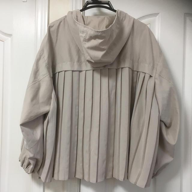 しまむら(シマムラ)の新品しまむらバックプリーツマウンテンパーカーL淡肌色 レディースのジャケット/アウター(ブルゾン)の商品写真