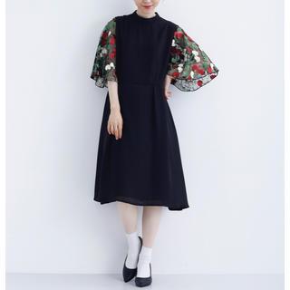 メルロー(merlot)のmerlot plus 花刺繍レース袖 ワンピース ブラック 結婚式 ドレス(ミディアムドレス)