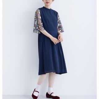 メルロー(merlot)の花刺繍レース袖 ワンピース ネイビー 結婚式 ドレス merlot plus(ミディアムドレス)
