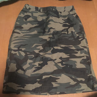 ナチュラルビューティーベーシック(NATURAL BEAUTY BASIC)の迷彩スカート(ひざ丈スカート)