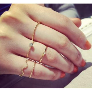 人気!!新品〔ゴールド〕 5点セット 装飾付き セットリング(リング(指輪))