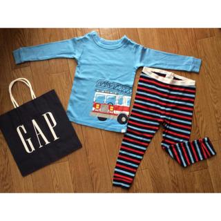 babyGAP - ギャップGAPウエストロゴ長袖パジャマ上下セット消防車2years95サイズ青