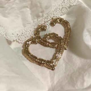 Lochie - antique gold heart pierce