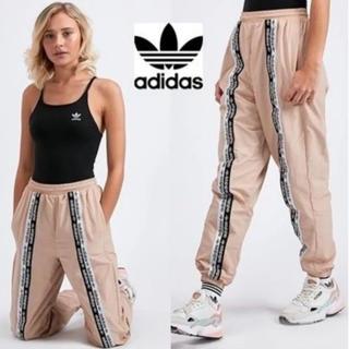 アディダス(adidas)のアディダス 2019新作 テープロゴライントラックパンツ(カジュアルパンツ)